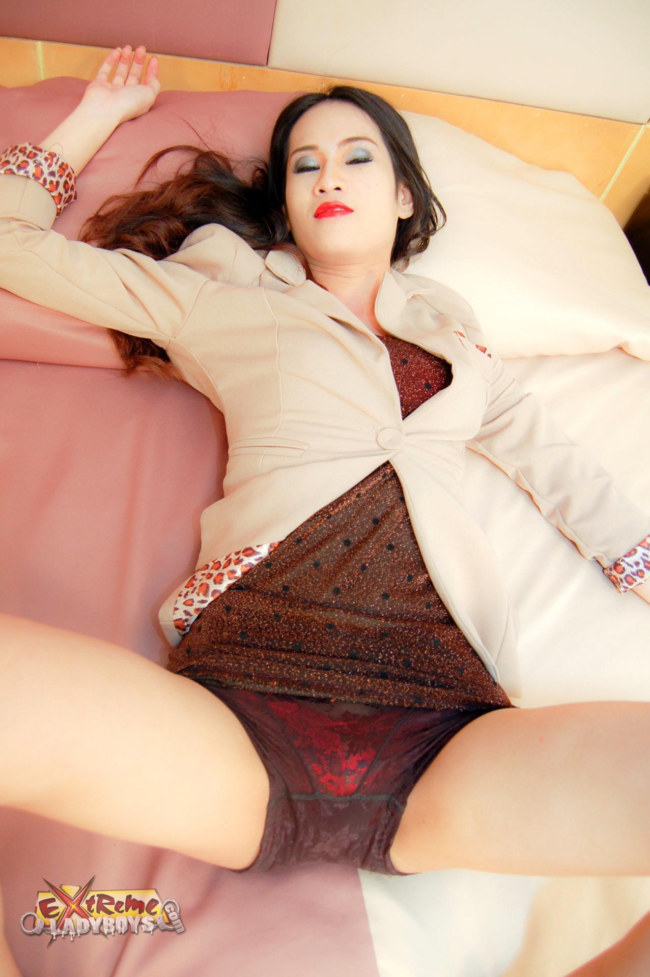 Getting A Amazing Deep Throat Blow Job From A Flirtatious Thai Ladyboy Prostitute