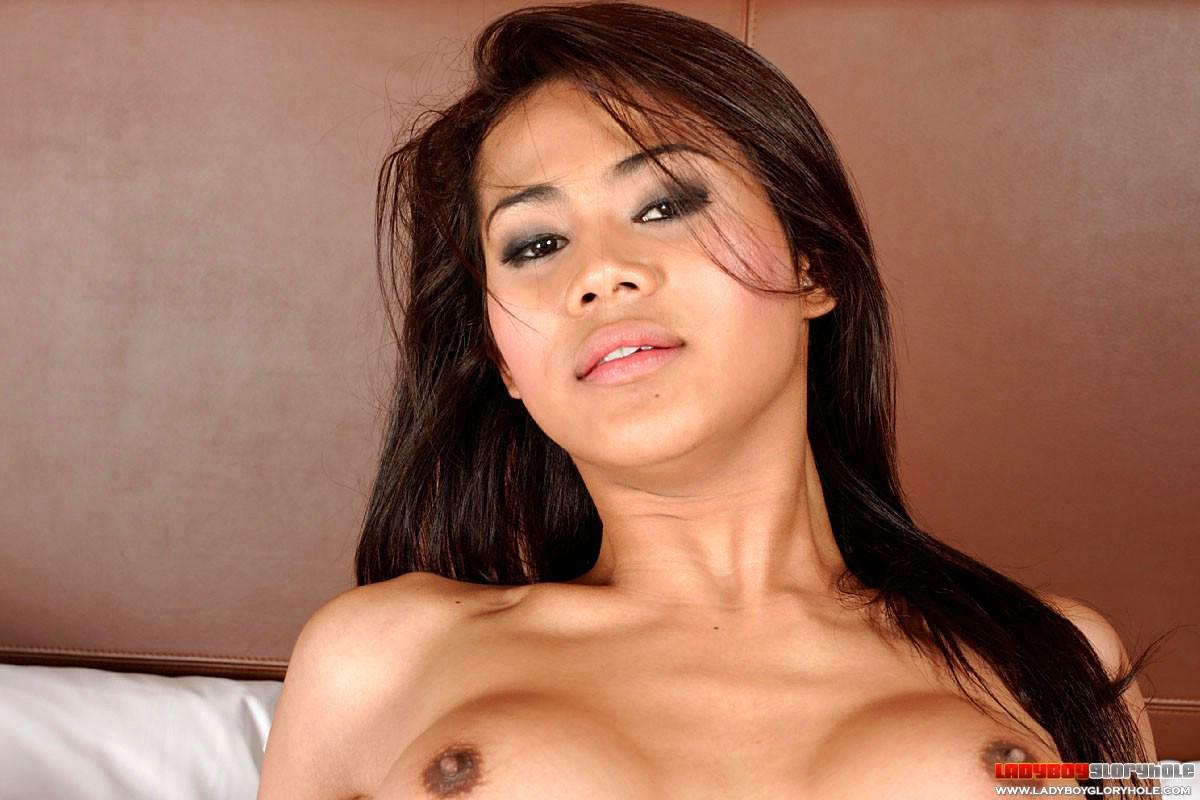 Hot Tgirl Deeply Penetrating Her Sensual Bum