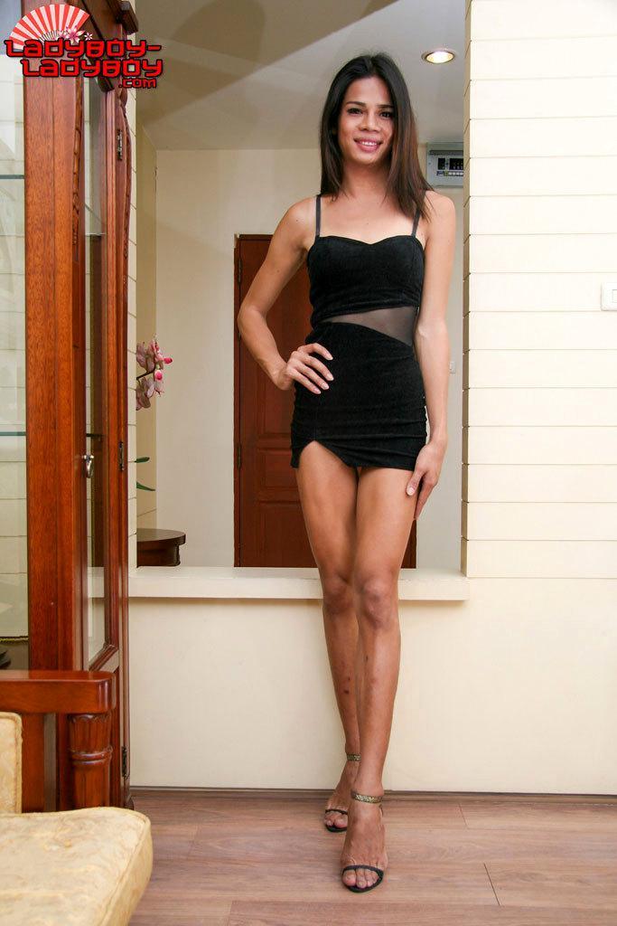 Ladyboy Girl In Stockings Fingering Herself