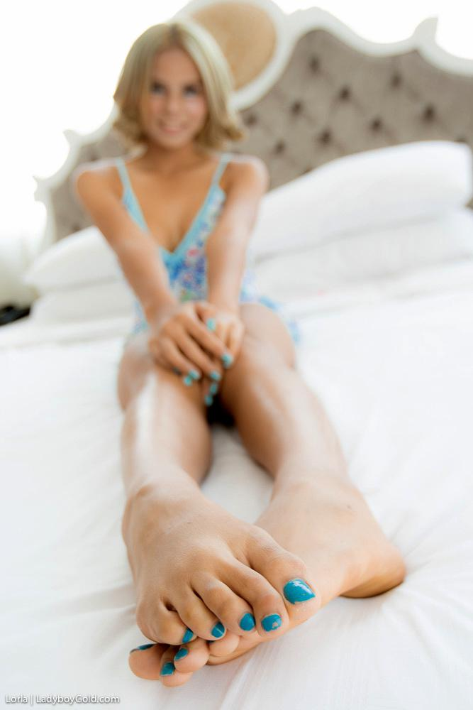 Longhaired T-Girl Spreads Her Legs For Hard Insertions