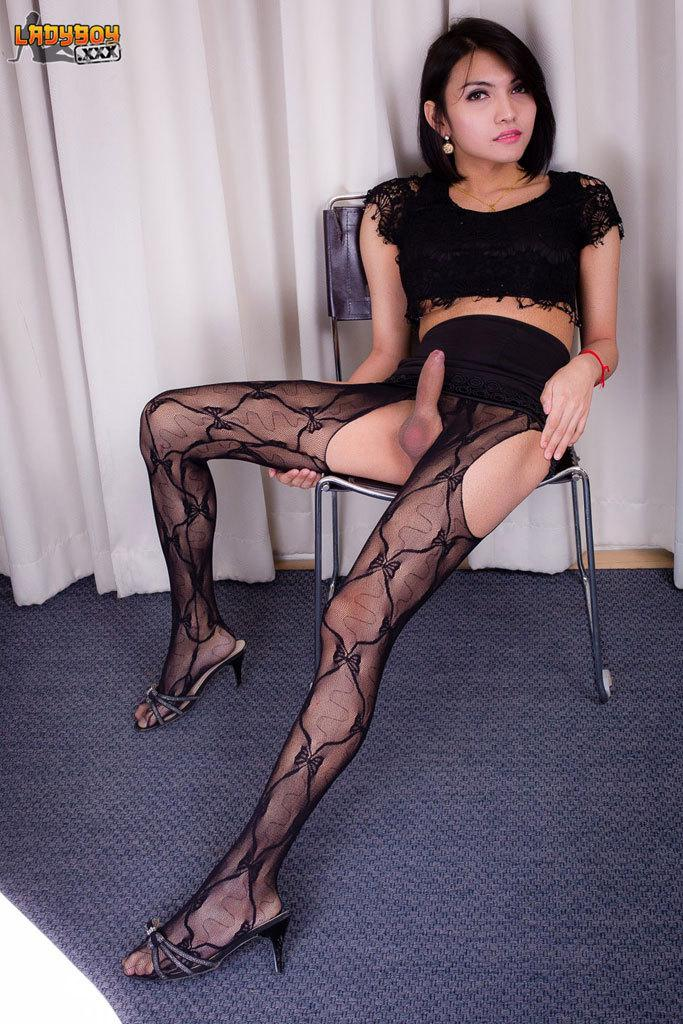 Lustful T-Girl Police Officer Penetrates Her Bum With A Dildo