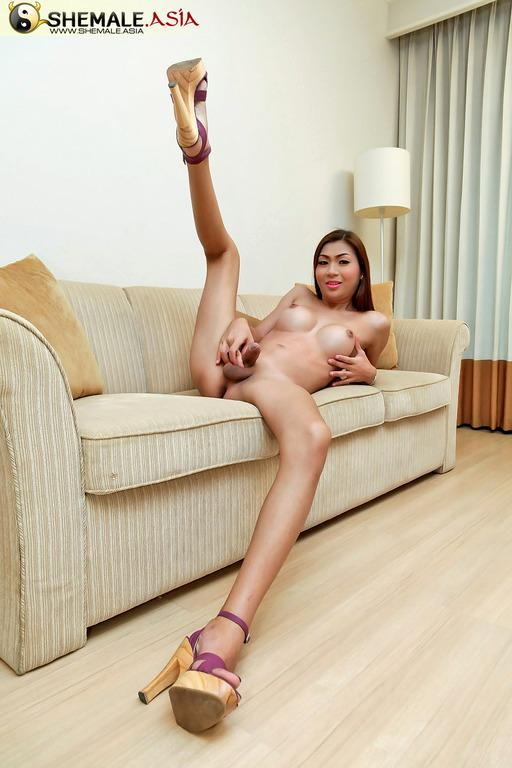 Perfect Round And Fat Thai Ass Meat Taking A Sextoy