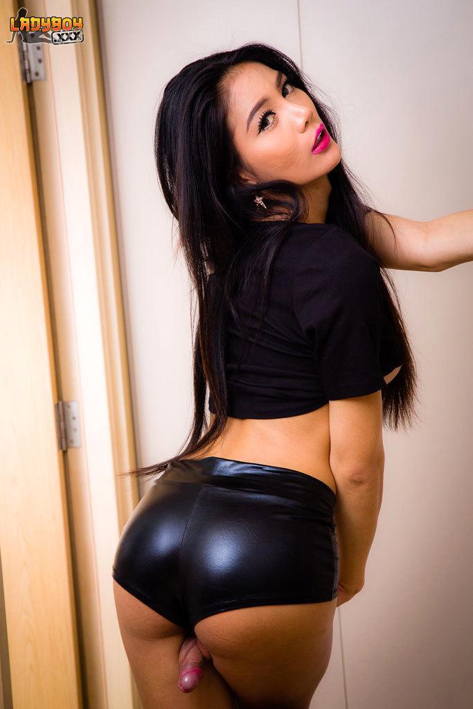 T-Girl Banged No Condom