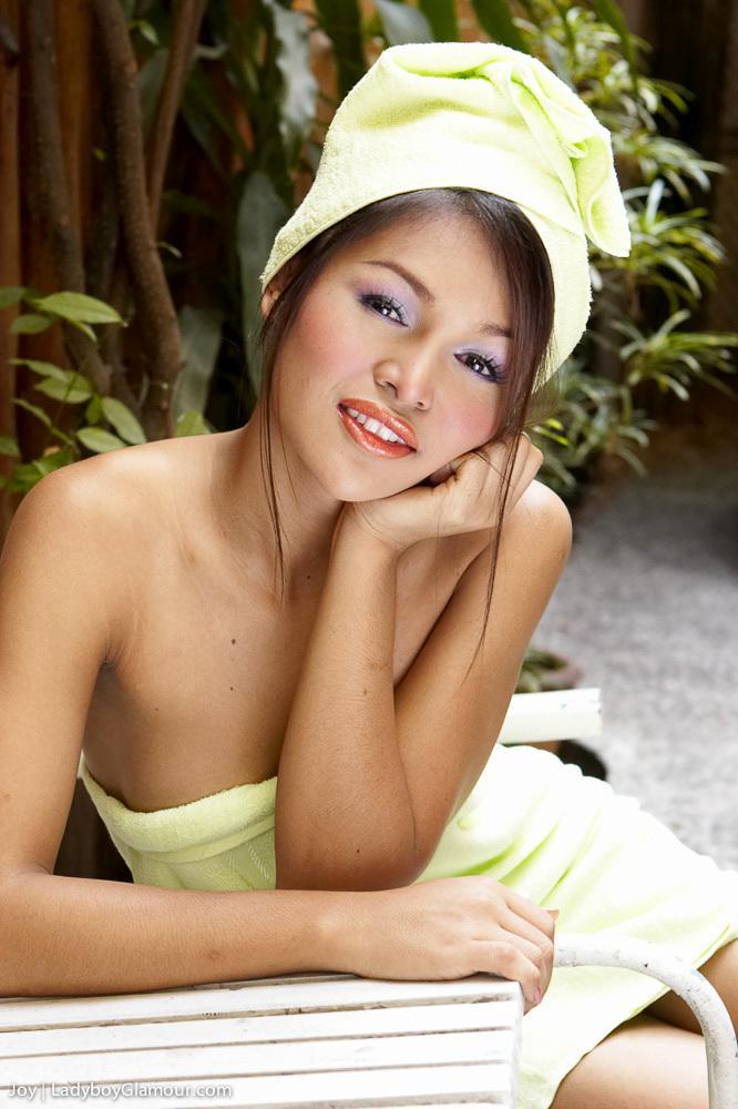 Tattooed Asian T-Girl Dildoing Herself