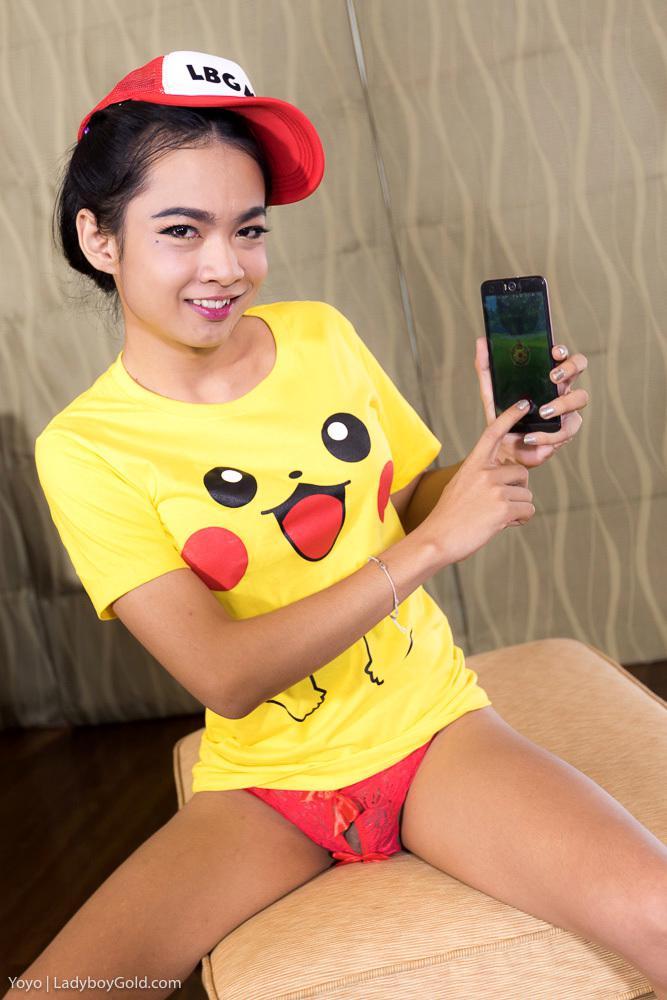 Thai T-Girl In Pink Posing